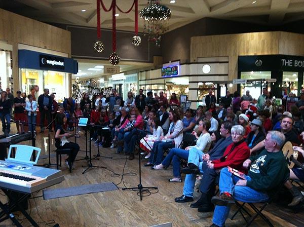 Group singing in Scottsdale Desert Ridge